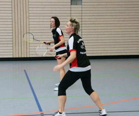 Niederlage und Unentschieden im Badminton