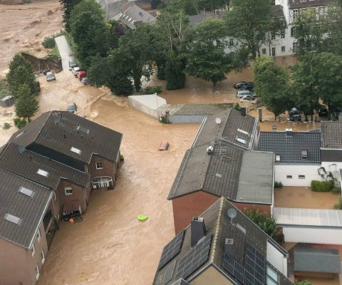 Hilfe für Opfer der Flut-Katastrophe